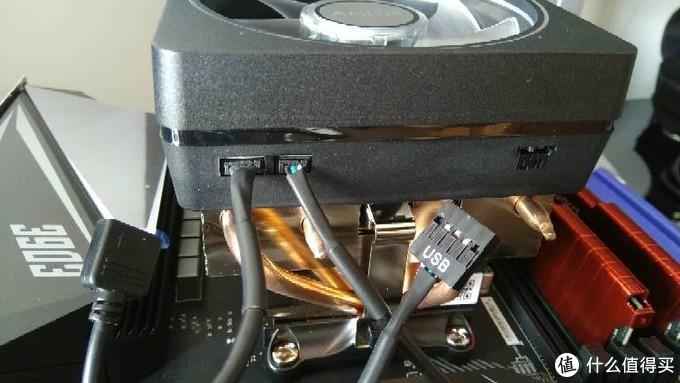 幽灵散热器配送了两条数据线,分别对应散热器上的USB和JRGB接口