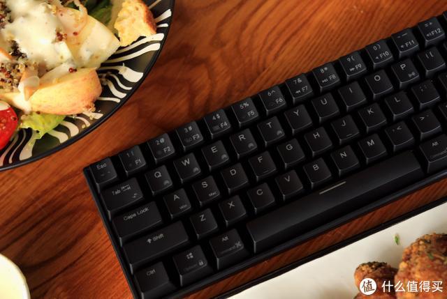 蓝牙+有线,小巧的机械键盘五脏俱全