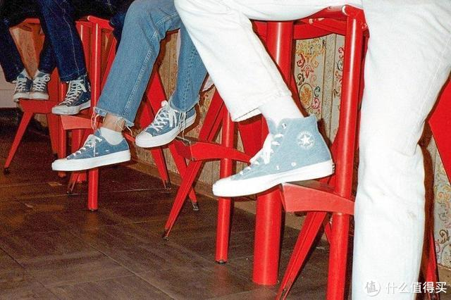 上至明星,下到素人,宁可撞鞋也要穿的匡威究竟有什么魔力?