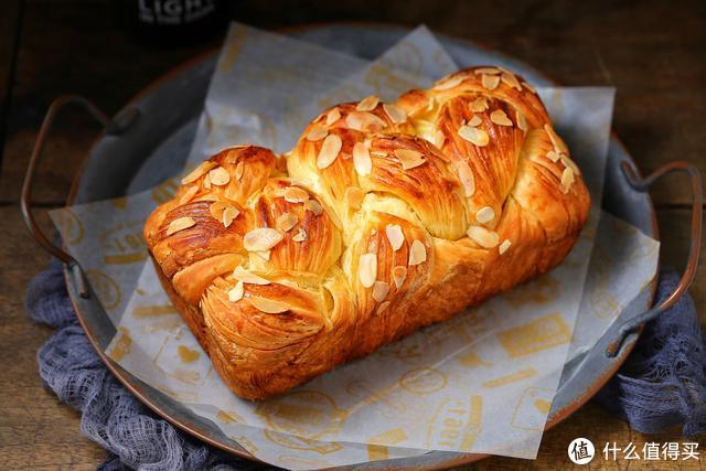 """它被称作面包中的""""皇后"""",奶香浓郁、层层起酥,撕着吃太过瘾了"""
