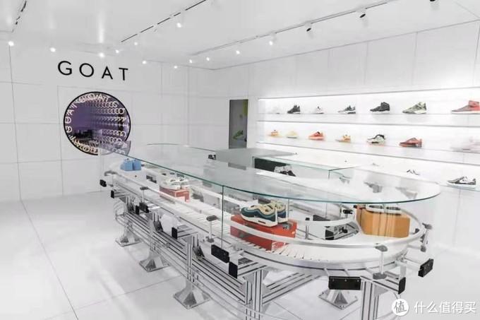 GOAT上海活动展示的球鞋鉴定中心传送带