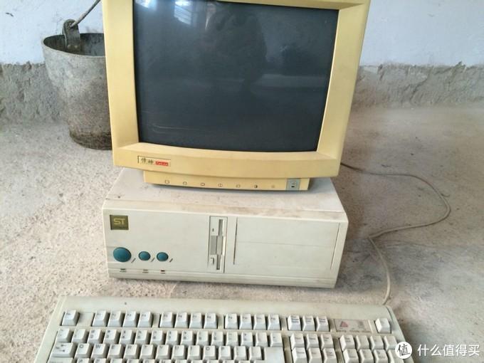 这种九十年代的主机和显示器,真的都成古董啦!