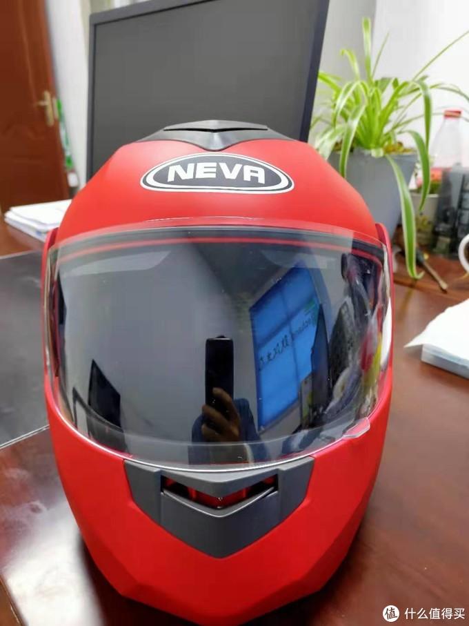 先上最贵的,73的纽维头盔,揭面盔,造型可以多变,这是透气孔打开的样子