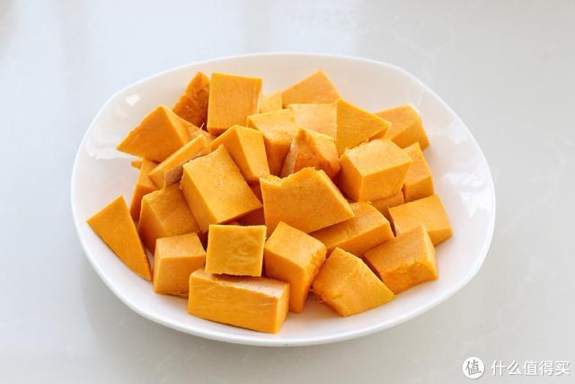 南瓜这样做,口感细腻嫩滑,简单又洋气,冬日暖心甜点非他莫属!