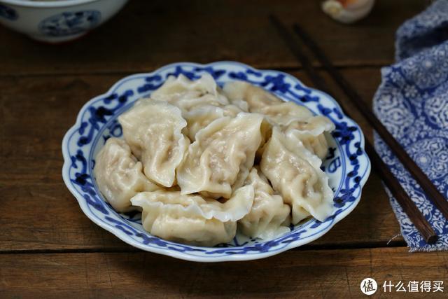 在东北这菜都是成缸腌制,包饺子味道倍儿鲜美,南方人肯定没吃过