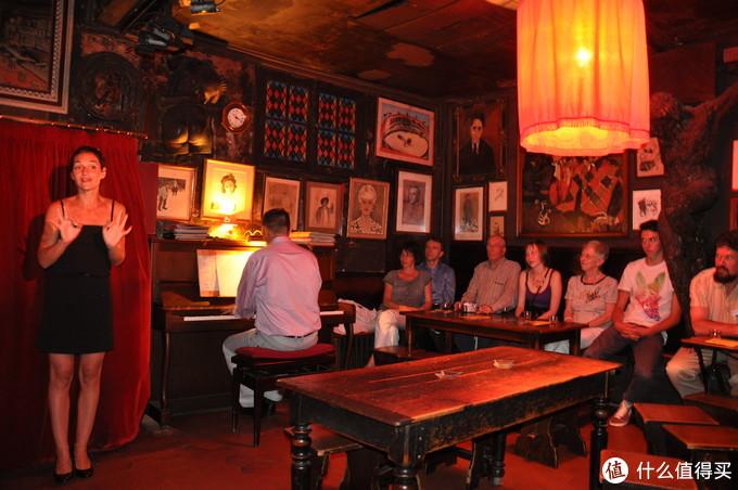 狡兔酒吧看演出,感受巴黎夜文化