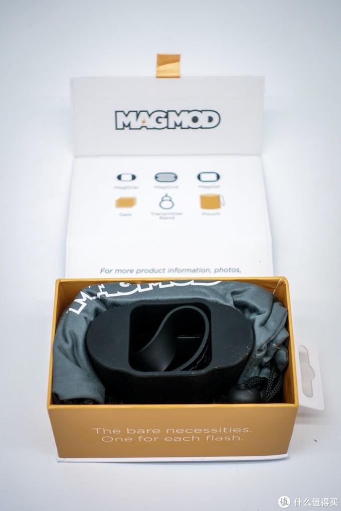 打开另外一盒,这是固定磁吸基座,下面是色片和其他配件
