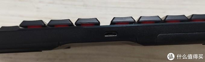 micro usb充电接口比较过时,目前罗技新出的MX Master3已经更新到C口,希望罗技其他外设也能尽快普及type-c口。