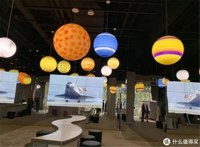 航天迷福利 瑞幸咖啡致敬NASA主题店在京开业