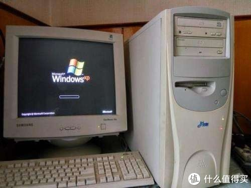 这种老式电脑都已经是2000左右的XP系统了,还不是最老的台式机