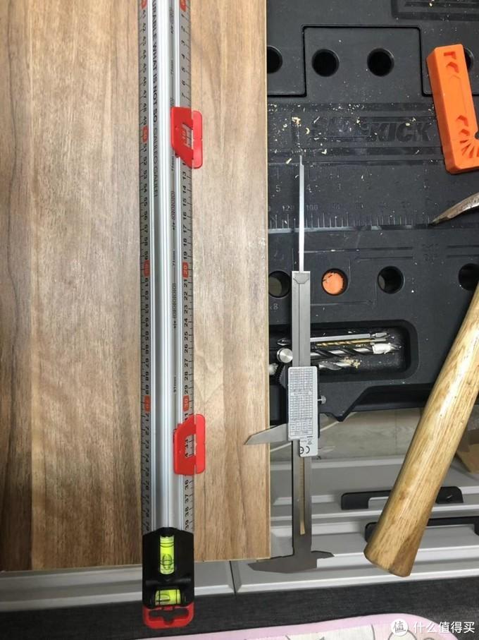 确定整个板子长度之后定开孔位置