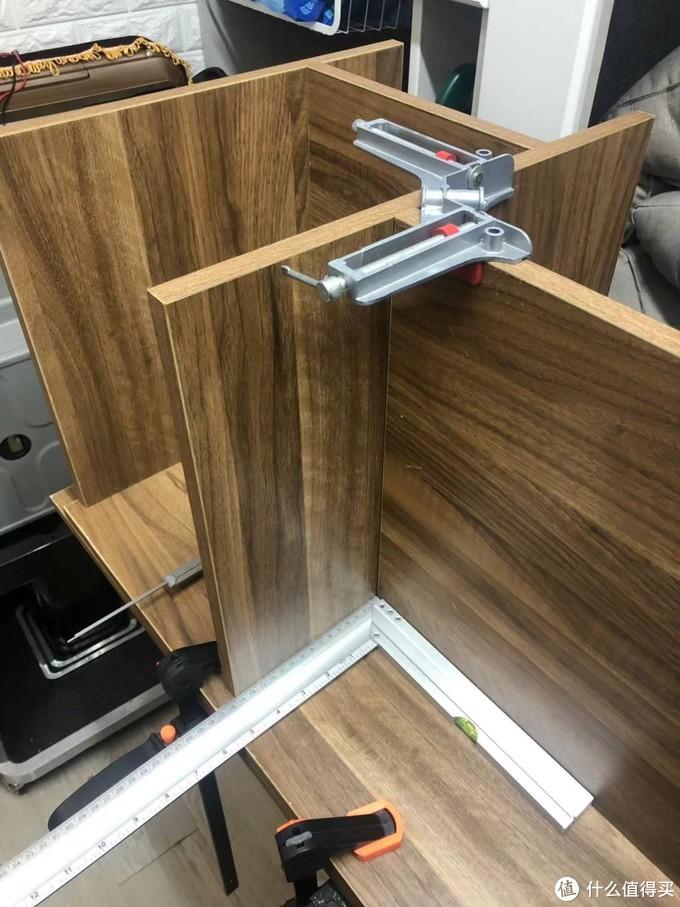 确定安装位置紧固确定侧板开孔线