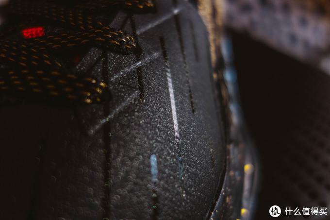 这个鞋面质感就是这样,抛开质感包裹强度还是不错的
