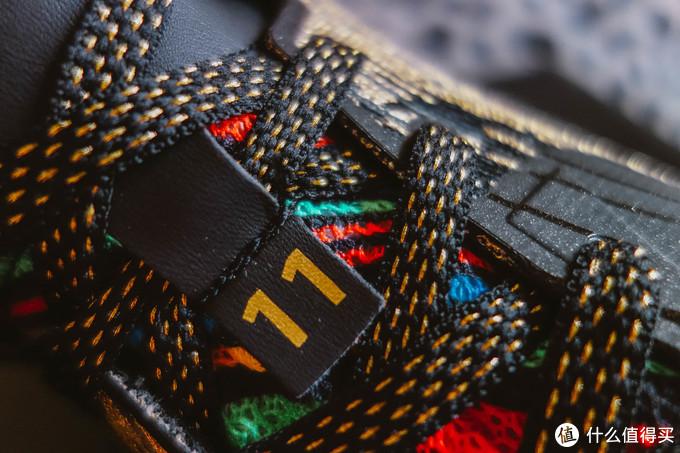 鞋带和点缀的质感