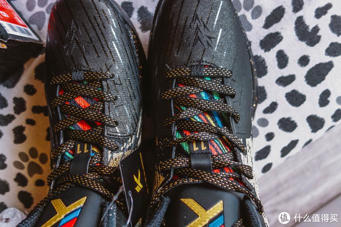 鞋前边和鞋舌的颜色设计搭配和大效果如下