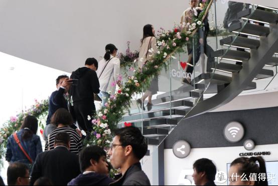 亚洲最大的三星旗舰体验店登陆上海:我顺便体验了三星A90 5G