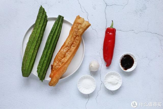 吃剩的油条别扔了,和它一起炒一炒,好吃不油腻,也不浪费