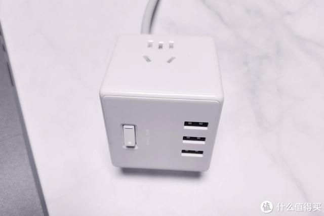 59元!小米新品开箱:一次可以给6个设备充电 米家魔方插座