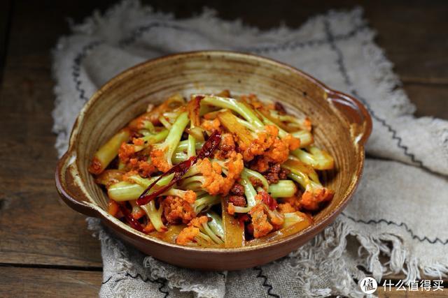 这菜用干煸做法最经典,香辣美味倍儿下饭,一顿一大盘根本吃不够