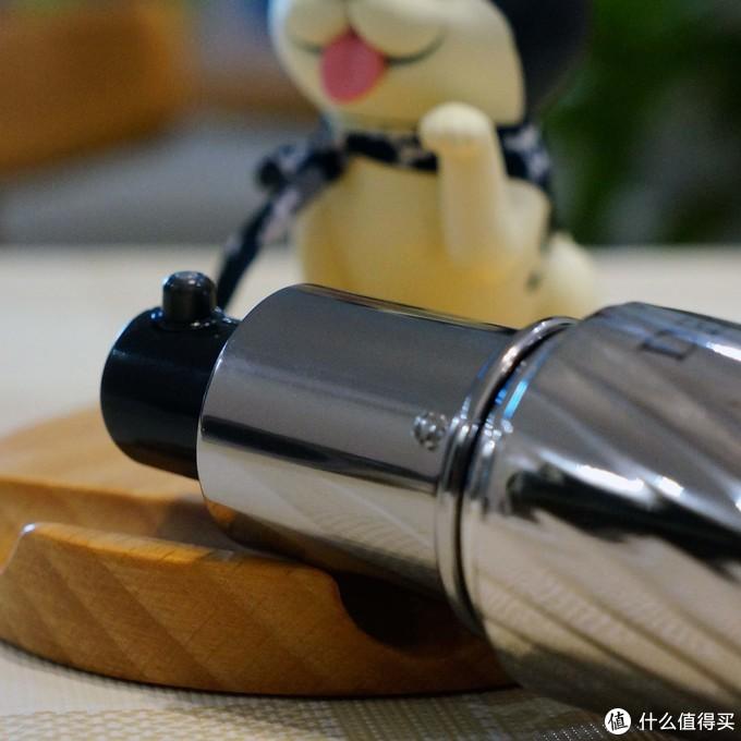 银色手榴弹--黛珂曲酸美白精华液