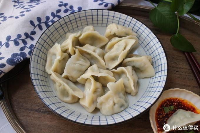 韭菜馅儿饺子好吃有诀窍,多加一步,韭菜翠绿不出水,又鲜又香