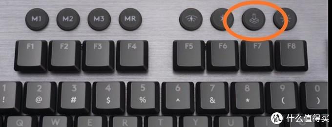 按下游戏模式按键手动开启,默认屏蔽win与fn键,也可以手动添加屏蔽按键。
