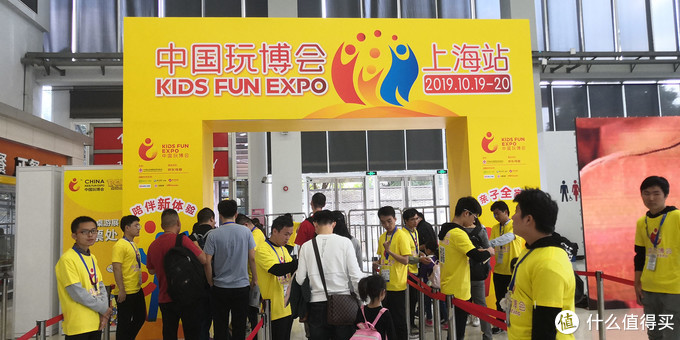 """一个人玩""""赚""""上海玩博会,看我单枪匹马一天撸到多少金币和礼品?"""