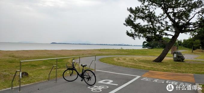 酒店提供免费自行车,沿着湖边骑骑自行车非常舒服