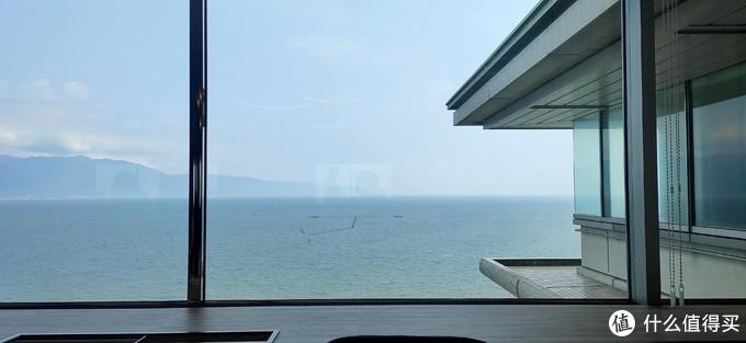 餐桌对着的琵琶湖风景