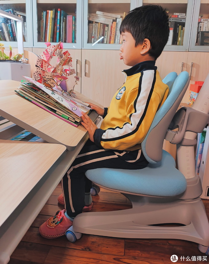 陪娃读书做手工:护童儿童学习桌使用心得