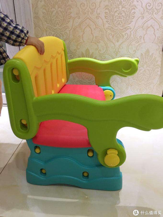 学玩兼备 宝宝的第一套桌椅 费雪学习游戏桌椅组合