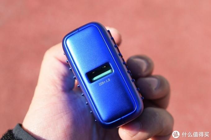 好骚,渐变色加持、18W PD快充、双口可同时输出的Zendure SuperMini移动电源