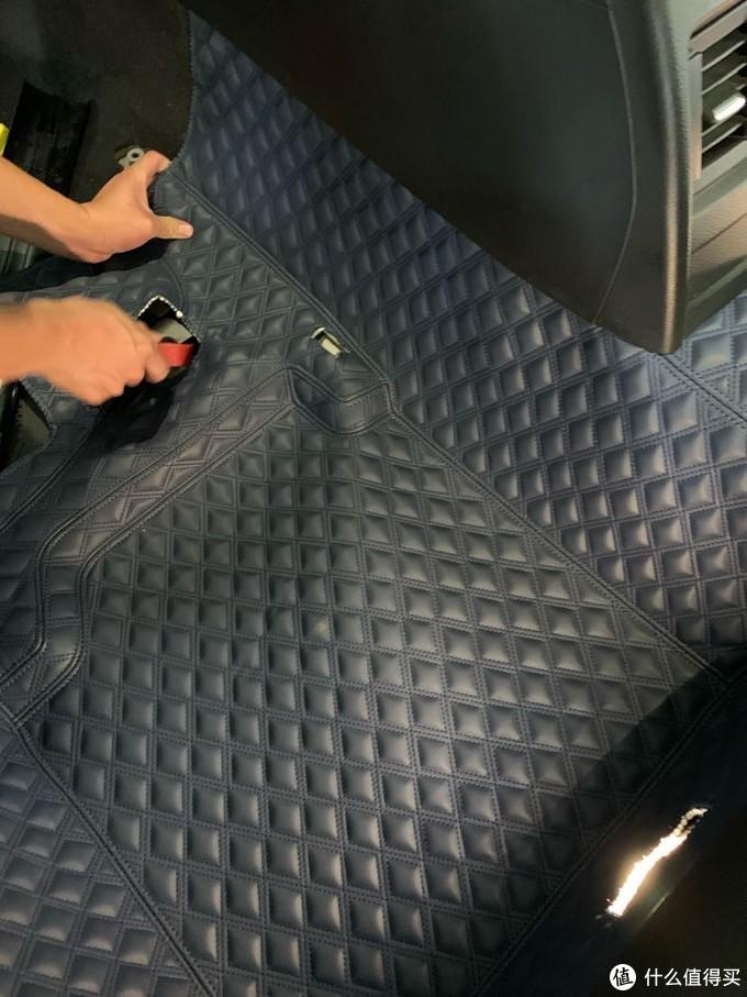 安装过程,都是塞进去的,所以不会有滑动的隐患,覆盖面也很大