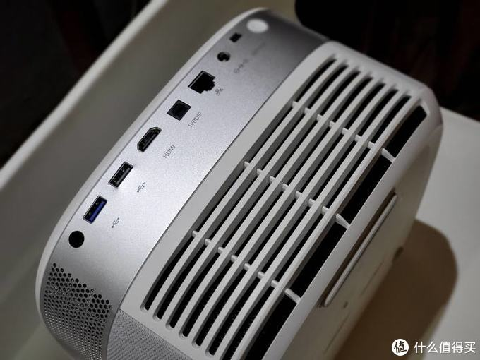 坚果J9开箱:不一样的1080P旗舰投影仪