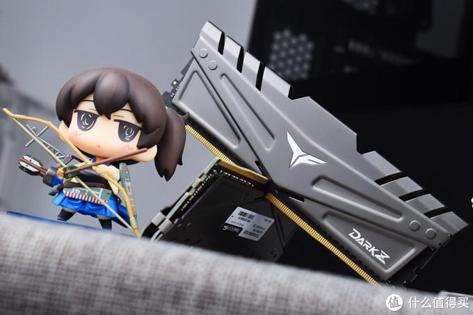 暗黑金属风,十铨冥神Z DDR4 3000内存套装开箱试玩