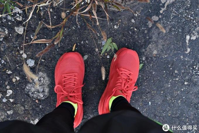 用一场马拉松检验一双专业马拉松跑步鞋,R2赤道长距离慢跑鞋