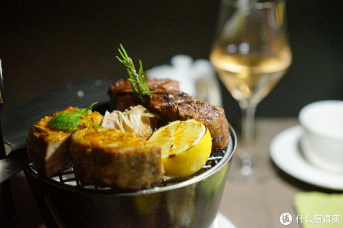烤牛排和鱼肉味道不错肉汁鲜美