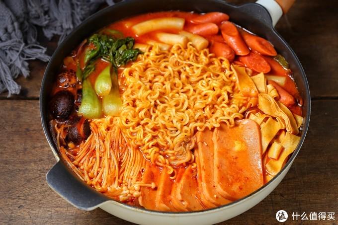 降温天气必吃的网红火锅,食材丰富、简单快捷,热气腾腾的真过瘾