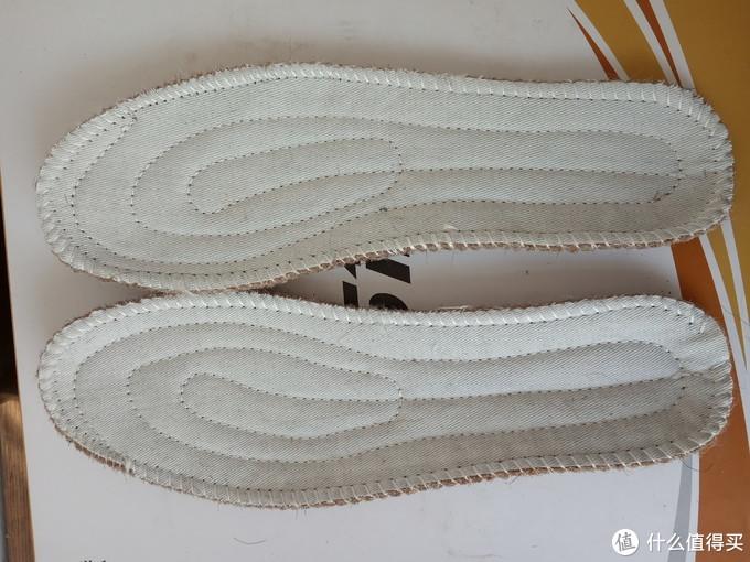 鞋垫全图,有两处没缝好,一处过早脱线,一处缝挤了