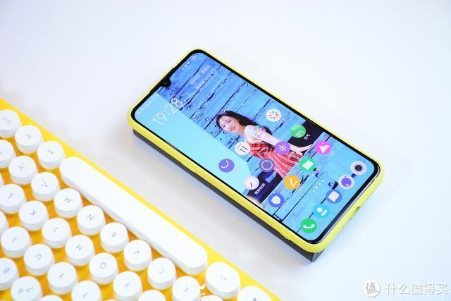 紫米无线充移动电源:一放即充,无需连线,苹果安卓皆可充