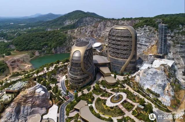 30亿!建在悬崖上的最壕超五星酒店,11月初即将开业