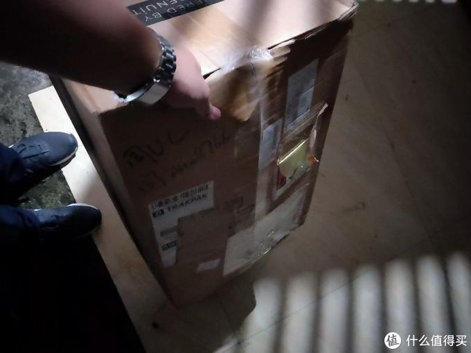 一个小小的包那么大的箱子,干嘛呢