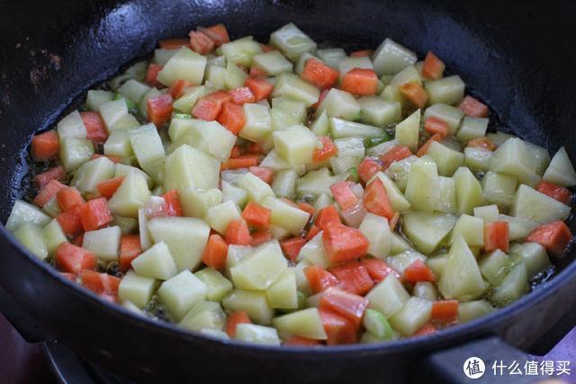 孩子最喜欢这道菜,荤素搭配有营养,红绿相间有食欲,吃上不停嘴