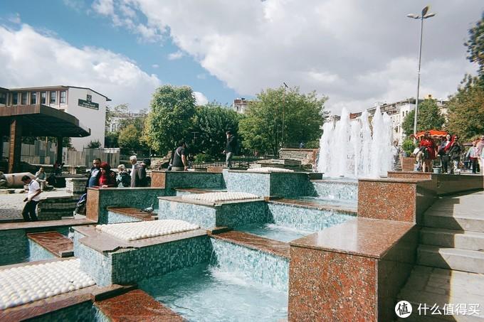 广场的小喷泉