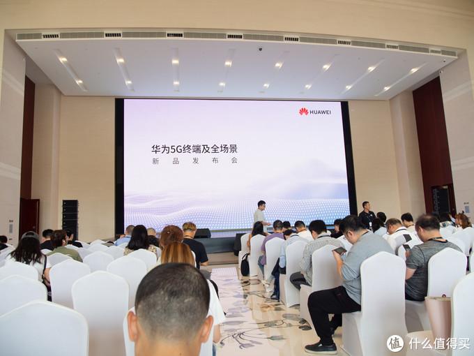 华为秀肌肉,推出全球首款商用5G工业模组、5G随行Wi-Fi 与 HiLink全屋智能解决方案