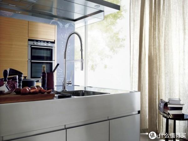 设计也成为空间的重点。由意大利的Antonio Citterio提供。