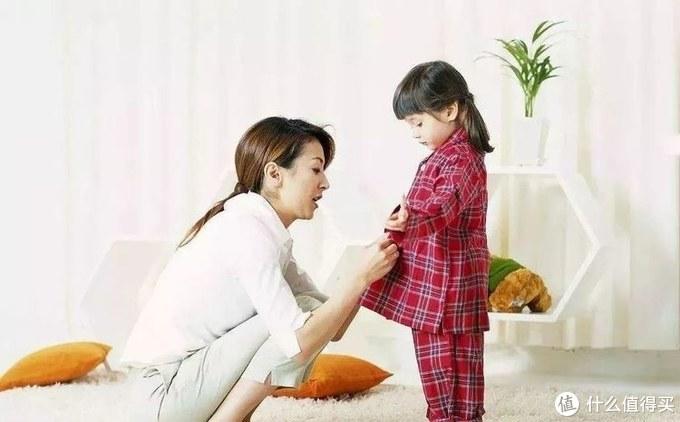 """3个月的宝宝因为穿太多差点丢了命!宝宝穿衣""""春捂秋冻""""对吗?"""