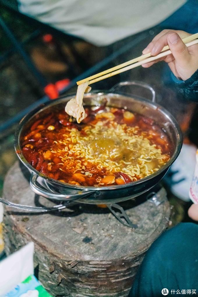 肉类都是提前在家里煮好了,现在热好就吃,减少了煮至时间还节约了燃料。
