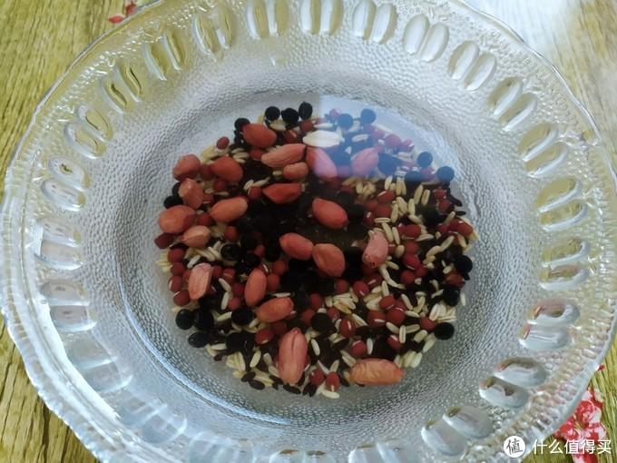 秋天早餐多喝牛奶杂粮粥,营养与美味并存