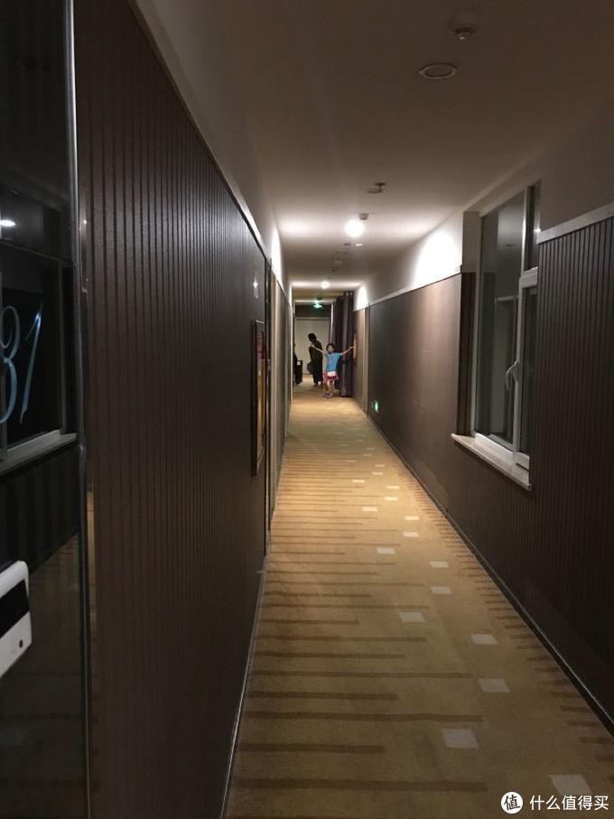 酒店灯光柔和